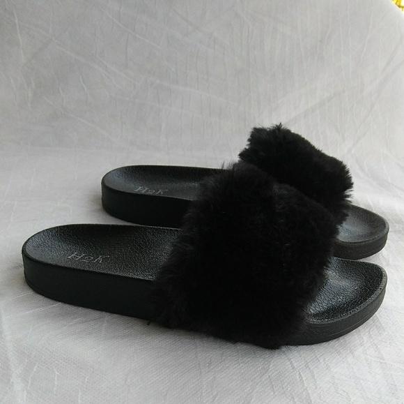 Girls Black Color Slip On Fur Sandals